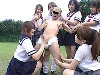 背後から突然、女子校生がべろチュウと手コキ3