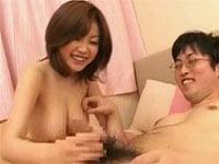 浜崎りおが素人ブサメンをやさしく童貞筆おろし。