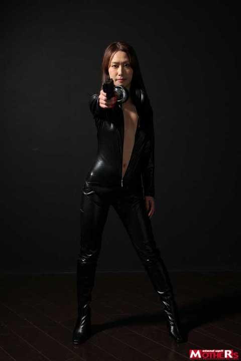 女刑事、柳田やよいのキャットスーツ画像