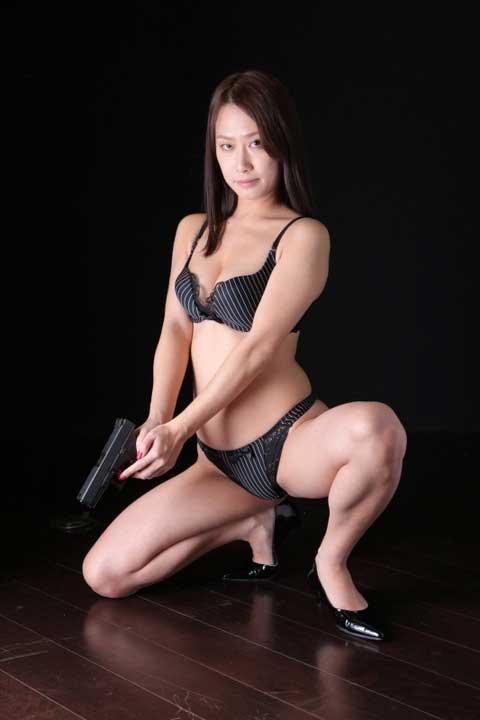 女刑事、柳田やよいのビキニ画像