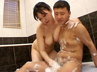 爆乳ママがお風呂でチンポを泡だらけにして洗ってくれます! 美原咲子ママと平山薫ママがお風呂で息子をヤるっ!