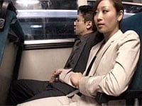 バスで隣に座った女に手コキされた…。パンツスーツOL風の川上ゆうに逆痴漢される!