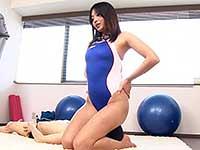 美人水泳コーチのパーフェクトボディに溺れて窒息寸前になりながら何度も射精させられた。