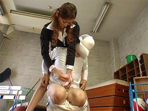 ショタコン女教師が小さなチンポを踏みつけ強制手コキ抜き!