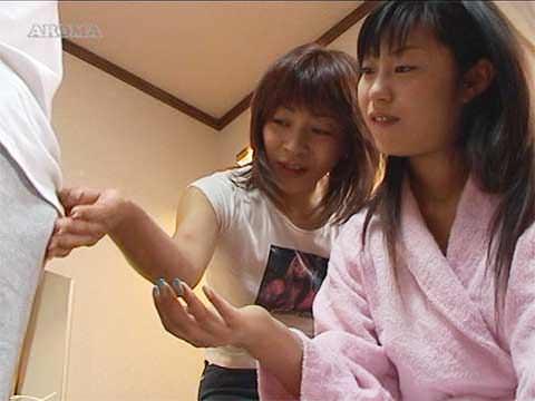 「もっとこうした方が」女優さんに手コキの演技指導をする女監督