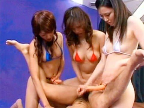 松野ゆい、若葉薫子、那月りのの「集団痴女・ペニバン逆アナル手コキ」動画。画像