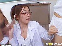 先生を見て勃起した人〜? 小川あさ美先生のフェラ付き保健体育授業っ!